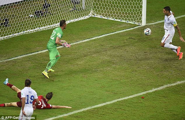 Clint Dempsey scores to put the US ahead 2-1 against Portugal late in the game.